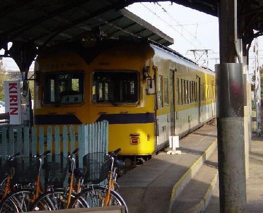 相模線もびっくりのおんぼろ車両である。ある意味観光地の列車としてはいい雰囲気かもしれない。